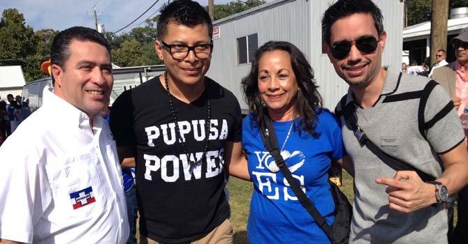 El candidato a la vicepresidencia de El Salvador, Rene Portillo Cuadra (izq.), por ARENA compartió el Festival con la ex consul General de El Salvador en Washington, Ana Margarita Chavez, Cesar Garcia y JR de La Nueva.