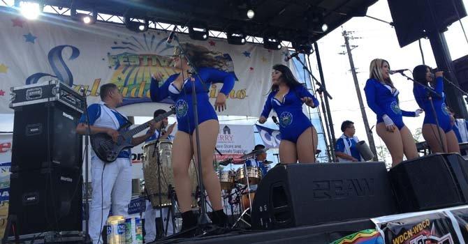 """Las Bellas Indomables pusieron el toque """"sexy"""" en el Festival"""