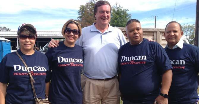 El ex ejecutic=vo del Condado de Montgomery, Maryland, Doug Duncan acudió al Festival con sus seguidores quienes lo apoyan en la candidatura para dirigir el condado otra vez en 2014.