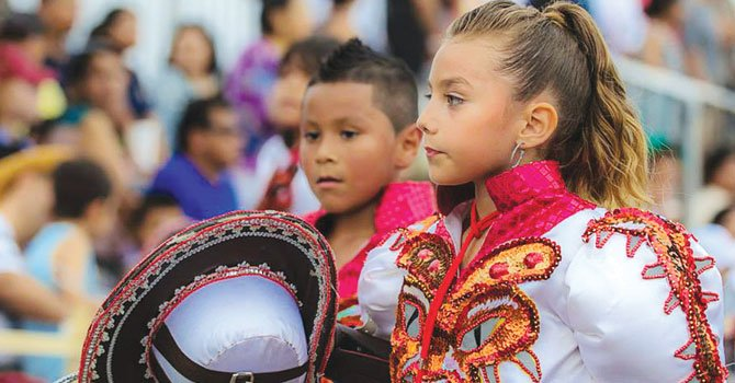 Bolivianos celebran cultura con festivales
