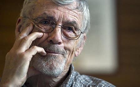 El médico retirado David Hilfiker, de Washington, charla sobre su vida con Alzheimer en el Club Nacional de Prensa en Washington, el jueves 19 de septiembre de 2013.