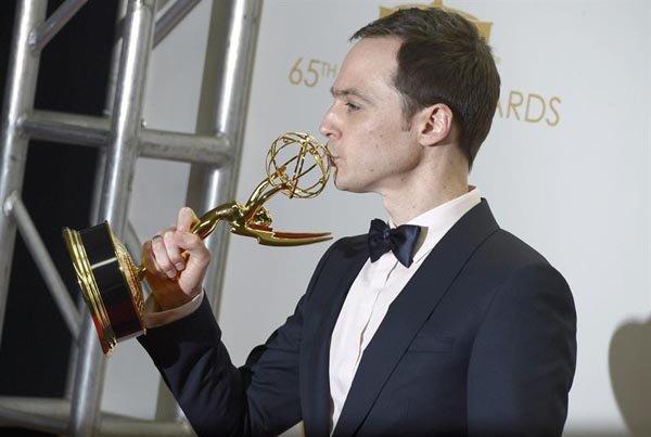 "Jim Parsons ganó como Mejor Actor Cómico por ""The Big Bang Theory""."