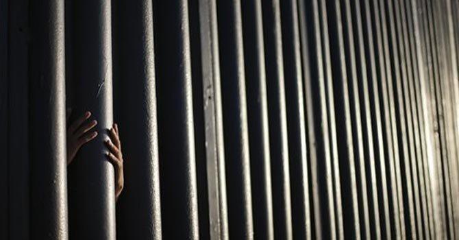 Los mexicanos ven modelos del muro 'impenetrable' de Trump y no se impresionan