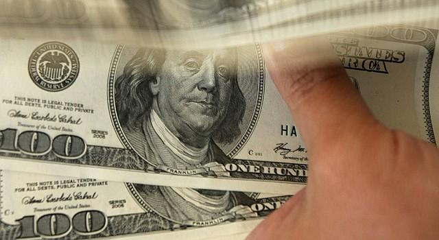 DINERO. Foto de referencia de varios billetes de dólares