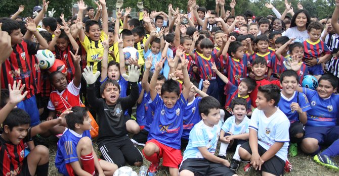 Inauguran liga de fútbol infantil en Langley Park