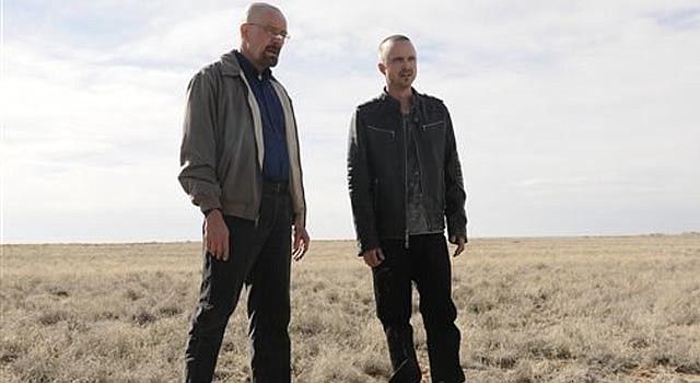"""Bryan Cranston, en el papel de Walter Whiteen, y Aaron Paul, como Jesse Pinkman, en una escena de la quinta temporada de la serie """"Breaking Bad""""."""