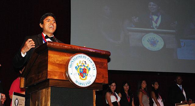 DISCURSO. El salvadoreño Marco Moya pronunció un discurso a favor de la educación en una fiesta de gala en Maryland el 12 de septiembre.
