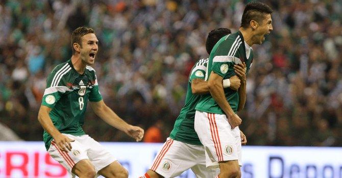 México se aferra a la vida al vencer a Panamá