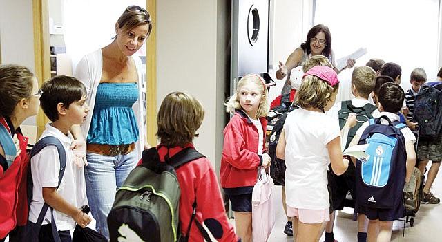ESCOLARES. El éxito en la escuela depende de los hábitos que los niños mantengan en el hogar.