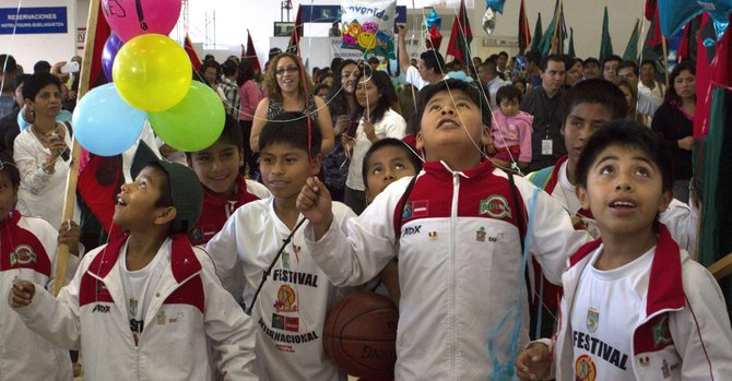 Los niños descalzos del baloncesto mexicano