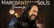 """El cantante mexicano Marco Antonio Solís """"El Buki"""" sonríe durante una entrevista para promover su álbum """"Gracias Por Estar Aquí"""" en la Ciudad de México el martes 22 de octubre de 2013."""