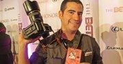 FOTÓGRAFO. Alfredo Flores trabaja para bodas y quinceañeras.