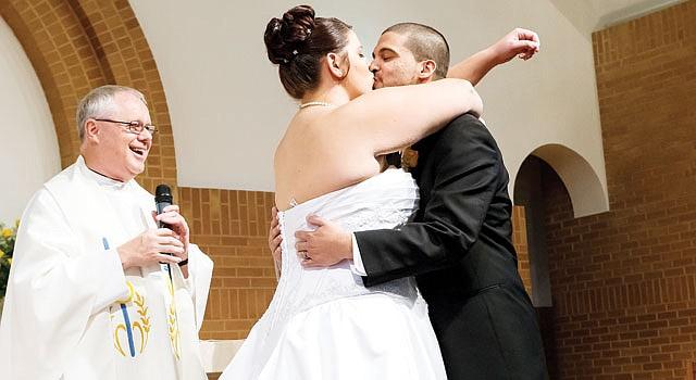¡SÎ, QUIERO!. Lauren Rosetti y Daniel Kaufman se casaron en la iglesia Saint John Vianney, de Calver, Maryland.