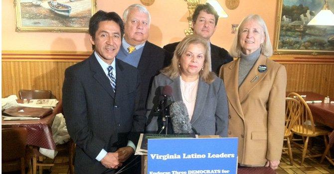 Políticos latinos apoyan terna demócrata