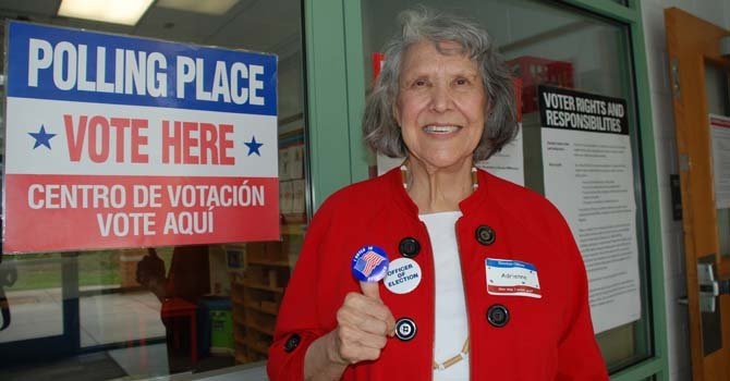 Adrianne Bustamente de Nuevo México, votó en el precinto 43 de Arlington.