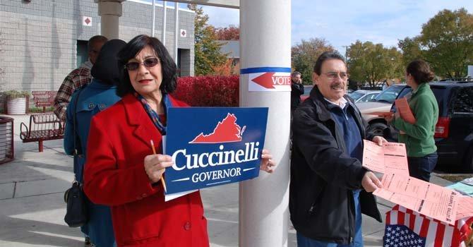 Theresa Speake y Manuel Rosales, representantes activos del Partido Republicano en el precinto 501 de Falls Church.