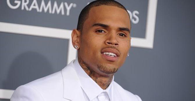 Retrasan juicio de Chris Brown en DC