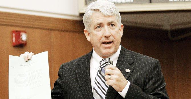 Demócrata gana elección de procurador en Virginia