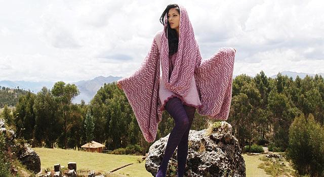 MODELO. Atuendos con fibra de alpaca son abrigadores y elegantes.