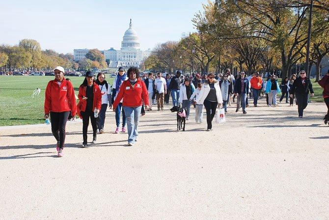 HACIA LA META. Al darle la espalda al Capitolio se encaraban los últimos metros de la caminata.