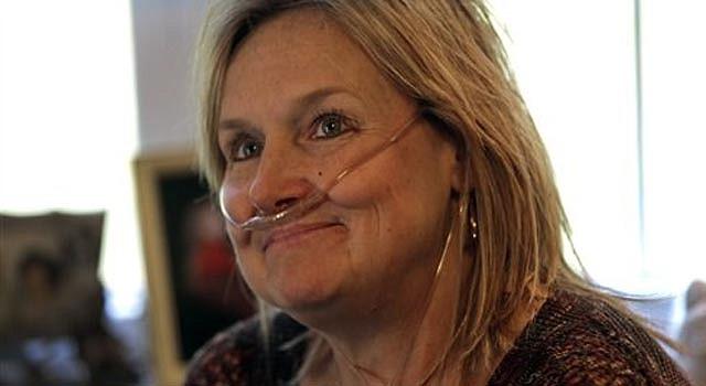 En esta foto del 25 de octubre de 2013, Lisa Bowman en su casa de Union Grove, Carolina del Norte. Bowman, quien padece de una enfermedad pulmonar, está hace dos años en la lista para un trasplante de pulmón.