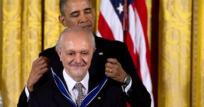Obama honra al científico mexicano Mario Molina