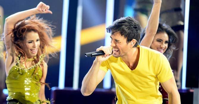 Enrique Iglesias cantó solo y con Pit Bull