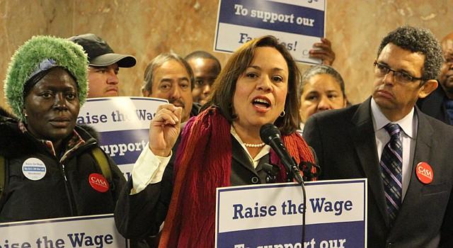 La presidenta del Concejo de Montgomery, Nancy Navarro antes de la votación que dio luz verde al aumento del salario mínimo en el condado.
