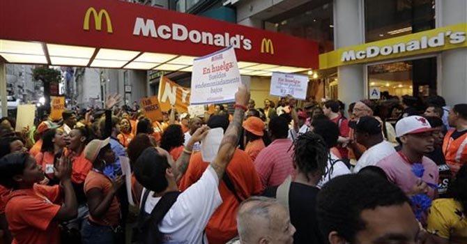DC: trabajadores de comida rápida protestan