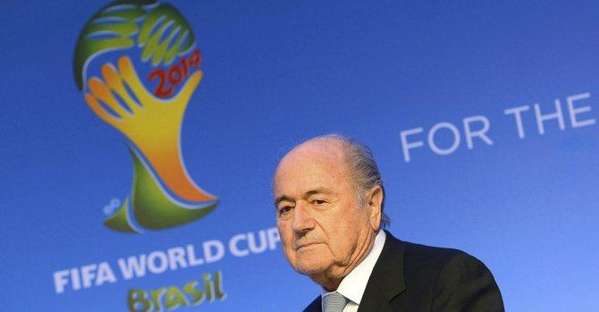 "UEFA a Blatter: ""deje la presidencia de la FIFA"""