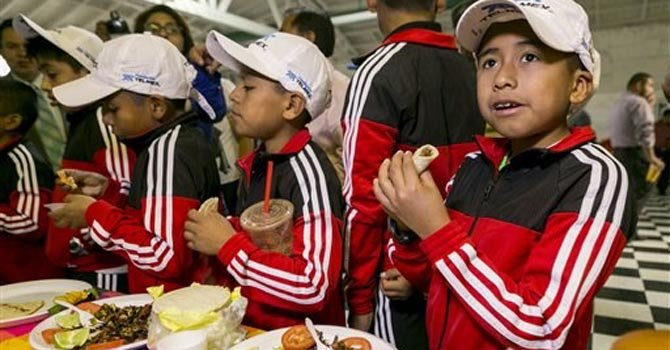 Niños triquis visitan Los Ángeles