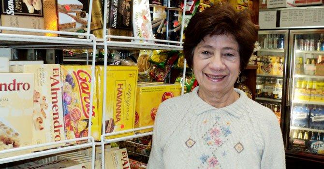 EL REY. El turrón, dice Gladys Betancourt de Las Américas, en Rockville.
