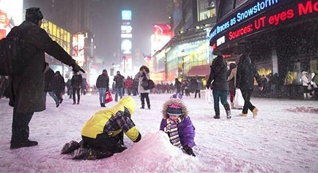 Tormenta de nieve cubrió hasta dos pies en el noreste del país.