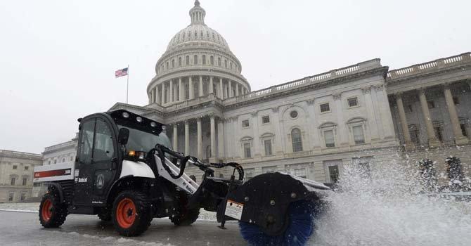 La nieve y el hielo en Washington, DC, acompañados de frío polar.