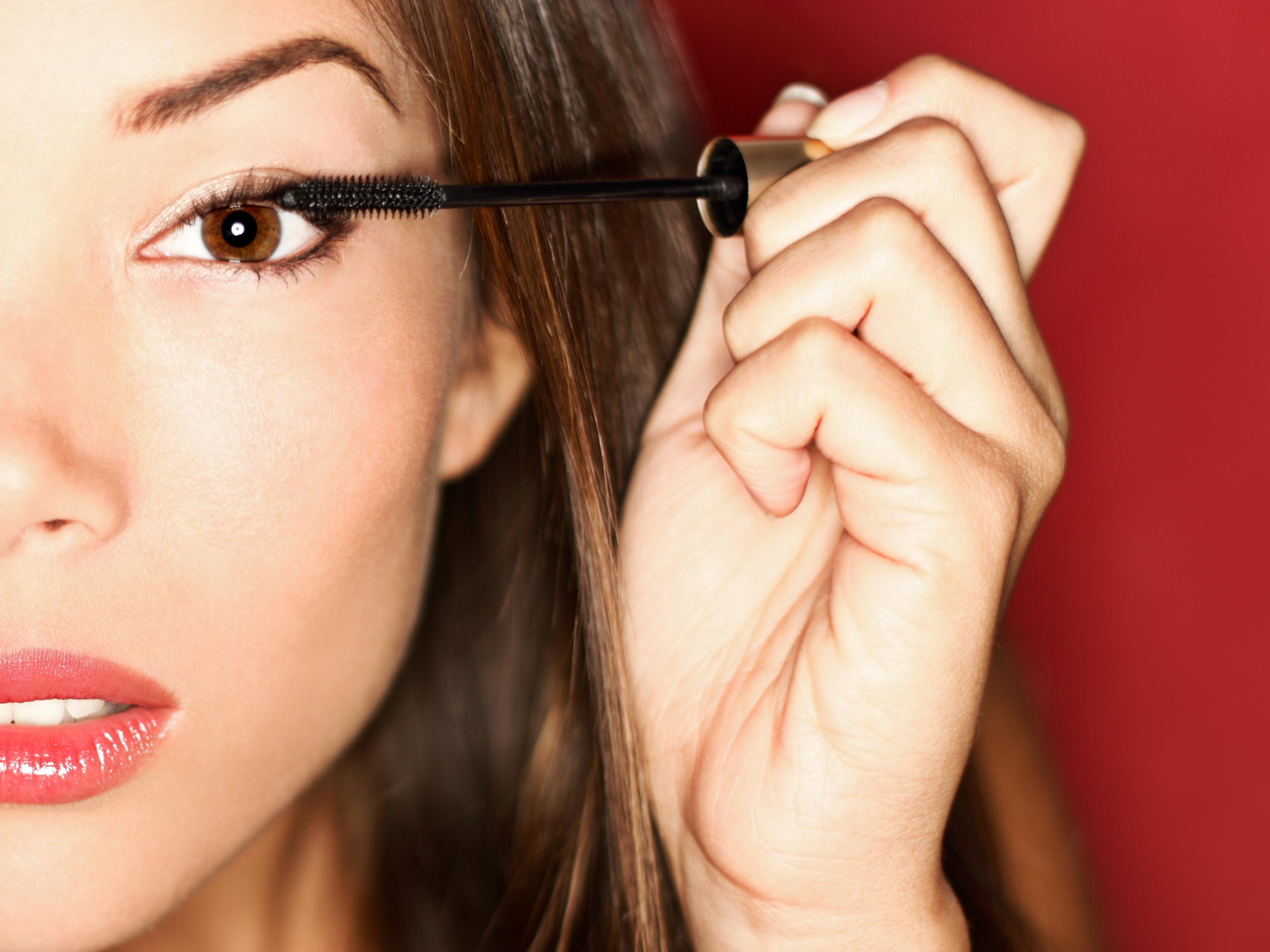 No es que una cara lavada no sea bella, pero un poquito de maquillaje ayuda a resaltar tu belleza natural y a sentirte mejor preparada para enfrentar el día.
