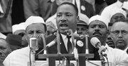"""MARCHA. El reverendo Martin Luther King Jr. durante la marcha de 1963 en Washington donde dio su histórico discurso """"I have a dream""""."""