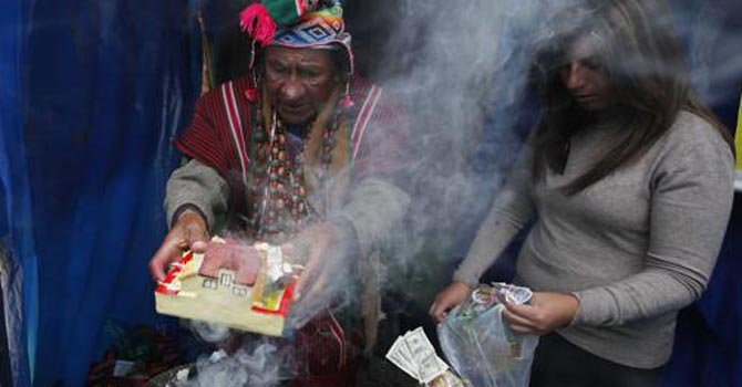 Bolivia: piden prosperidad en Fiesta de las Alasitas