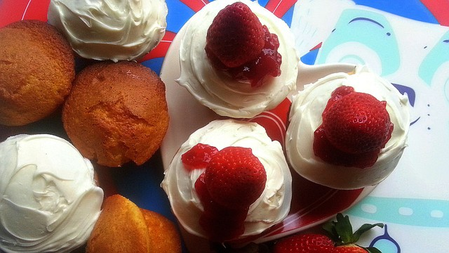 Cupcakes de Vainilla y Fresas Frescas