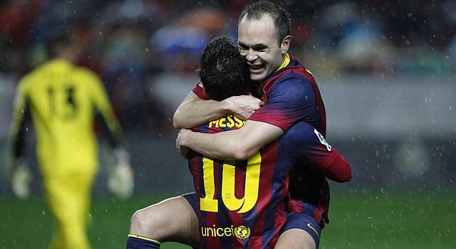 El delantero argentino del FC Barcelona Leo Messi (izq.) arrancó la Liga 2014-2015 con dos goles ante el Elche.