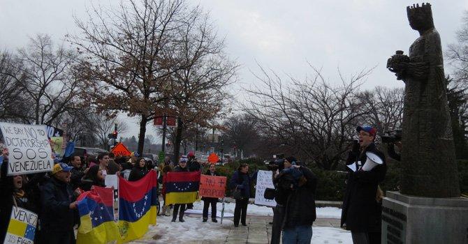Venezolanos del área exigen democracia en su país