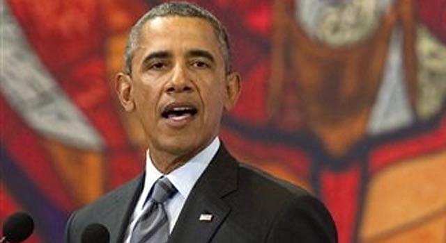 """El presidente Barack Obama habla en conferencia de prensa desde el Palacio de Gobierno del Estado de México en Toluca, México, el miércoles 19 de febrero de 2014, como parte de la cumbre de Norteamérica en que participan los presidentes de Estados Unidos, México y Canadá. Al término de la cumbre, Obama calificó de """"inaceptable"""" la violencia que ha surgido en Venezuela y aseguró que son """"falsas"""" las acusaciones de que diplomáticos de Estados Unidos expulsados de territorio venezolano habrían participado en actividades irregulares."""