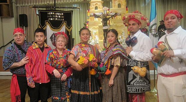 DEVOCIÓN. Feligreses guatemaltecos de la Iglesia San Miguel Arcángel, en Maryland, mantienen viva la celebración del Señor de Esquipulas.