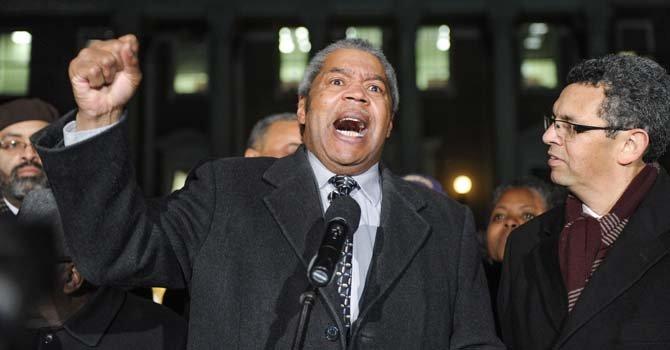 Gerald Stansbury, Pdte. NAACP, se dirige a los asistentes a la concentración ante el capitolio de Annapolis, MD. El lunes 24 de febrero. Observa,  Gustavo Torres, Dir. CASA.