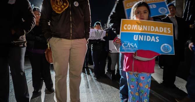 La menor Melissa Baires, junto a su padre, se acercaron a Annapolis, MD exigiendo el aumento al salario minimo. Feb 24.2014.