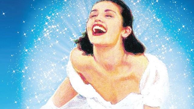"""BROADWAY EN DC """"Mamma Mia!"""", el musical basado en las canciones del grupo sueco ABBA, se presenta en vivo del martes 4 al domingo 9 de marzo en el National Thetatre, 1321 Pennsylvania Ave NWWashington, DC. La pieza, escrita por la dramaturga británica Catherine Johnson, contó con la participación de los miembros de ABBA, Björn Ulvaeus y Benny Andersson. Debutó en 1999 y en 2008 fue llevado al cine. Boletos: www.thenationaldc.org."""