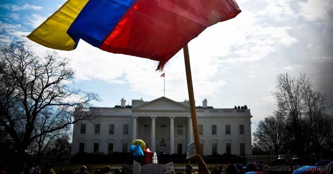 Venezolanos se manifestaron ante la Casa Blanca el sábado 1 de marzo de 2014 reclamando justicia para su país.