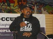 Alex Sánchez, es el personaje que inspiró la obra. Es un ex pandillero fundador de Homies Unidos.