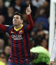 El delantero argentino del Barcelona Lionel Messi (izq.) y el portugués Cristiano Ronaldo del Real Madrid, son dos de la constelación de estrellas en el Clásico de la Liga de España.