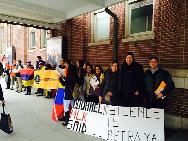 Venezolanos protestaron a Dudamel frente a Symphony Hall