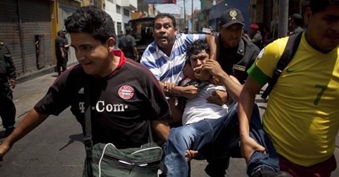 Policía y mineros se enfrentan en Lima